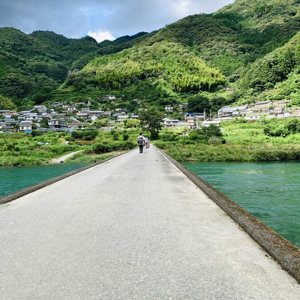 映画「竜とそばかすの姫」の聖地で有名な越知町の浅尾沈下橋に行ってきた